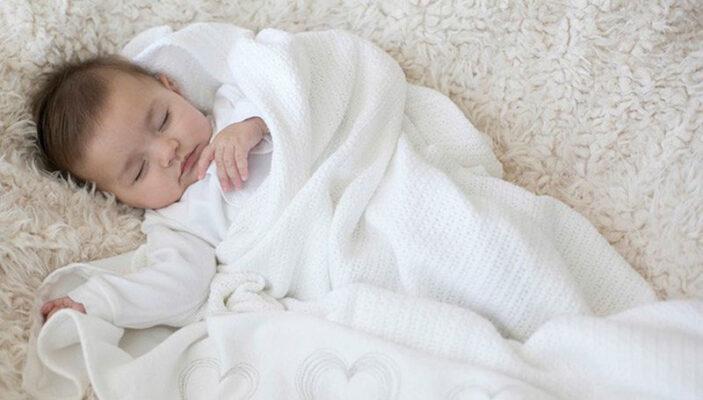 giữ ấm cho bé sơ sinh